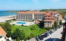 Късно лято на брега на морето в Царево! Нощувка за 2-ма или 4-ма + басейн в хотел Реджина Маре