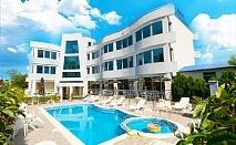 Късно лято в Лозенец. Нощувка със закуска и вечеря + басейн в хотел Ариана. Дете до 12г. безплатно за пакета!