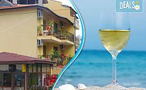 Късно лято с морска гледка в Семеен хотел Бавария, Синеморец! Нощувка със закуска и вечеря, безплатно за дете до 6.99 г