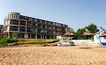 Късно лято на първа линия в Черноморец! Нощувка за двама, трима или четирима със закуска и вечеря + чадър и шезлонг на плажа от Стаи за гости Лост Сити