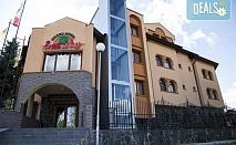 Коледа в хотел Емали грийн 3*, Сапарева баня! 3, 4 или 5 нощувки със закуски и вечери, традиционна вечеря на Бъдни вечер, празнична Коледна вечеря, ползване на сауна и хидромасажно джакузи с минерална вода, безплатно настаняване за дете до 11.99г.!