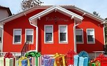 Коледни празници в Кюстендил! 2 или 3 нощувки за ДВАМА със закуски и вечери, едната празнична + сауна и джакузи от къща за гости Червената къща
