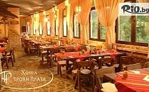 Last minute Коледа в Троянския Балкан! 2 или 3 нощувки със закуски и вечери, 2 от които Празнични + посрещане на Дядо Коледа, Коледно парти и сауна, от Хотел Троян Плаза 4*