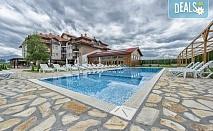Лятна почивка в Хотел Севън Сийзънс в село Баня, край Банско! 3 или 5 нощувки със закуски и вечери, вътрешен и външен минерален басейн, безплатно за дете до 5.99г.