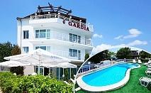 Лято край Варна! 3 нощувки на човек със закуски + басейн в хотел Гардия, к.к. Чайка, Златни Пясъци
