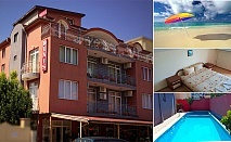 Лято в Равда, близо до плажа. Нощувка със закуска + басейн в Семеен хотел Денис
