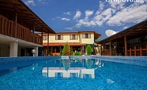 Лято и релакс в Клуб хотел Валдес, с Божичен. Нощувка, закуска и вечеря* + басейн на цени от 19.90 лв.