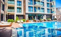 Лято в Слънчев Бряг. Нощувка или нощувка със закуска + басейн в Апартхотел Сън Гейт