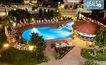 От май до септември в хотел Съни 3*, Созопол! Нощувка със закуска и вечеря, ползване на басейн, шезлонг и чадър, безплатно за дете до 1.99 г.