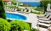На море в Свети Влас! Нощувка със закуска + ползване на открит и закрит басейн от хотел Райска Градина