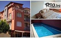 Морска ваканция в Равда! Нощувка със закуска + басейн, от Хотел Денис