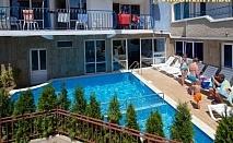 Нощувка на база All Inclusive Light + ползване на собствен пясъчен плаж и напитки от бар на плажа от хотел Елвира, Равда