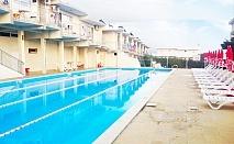 Нощувка на човек + басейн в семеен хотел Москояни, Бяла
