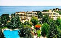 Нощувка на човек на база All Inclusive + басейн на 30 м. от плажа в хотел Амбасадор***, Златни Пясъци. Дете до 13г. - безплатна нощувка!