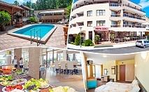 Нощувка на човек със, закуска и вечеря + басейн в Хотел ЕОС**, Китен