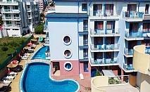 Нощувка на човек със закуска + басейн в хотел Надя, Приморско