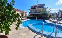 Нощувка на човек със закуска + басейн на 150 м. от плажа в хотел Музите, Созопол