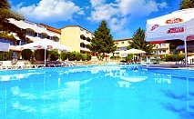Нощувка на човек със закуска + 2 басейна в хотел Наслада***, Балчик