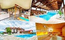 Нощувка на човек със закуска + 2 басейна с минерална вода в хотел Севън Сийзънс, с.Баня до Банско