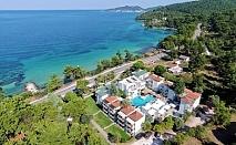 Нощувка на човек със закуска в двойна/тройна стая супериор на първа линия в хотел Esperides***  на о.Тасос, Гърция!
