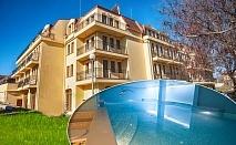 Нощувка на човек със закуска + МИНЕРАЛЕН басейн, сауна и парна баня в хотел Си Комфорт***, Хисаря