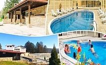 Нощувка на човек със закуска, обяд и вечеря + топъл басейн само в хотел Велиста, Вонеща вода