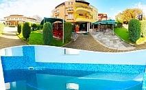 Нощувка на човек със закуска + вътрешен терапевтичен басейн и  джакузи в хотел Елит, Девин