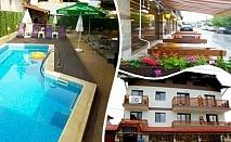 Нощувка на човек със закуска и вечеря + басейн с гореща минерална вода във Вила Минерал 56, с. Баня до Банско
