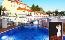 Нощувка на човек със закуска и вечеря + басейн и релакс център + атракцион Българанъ комплекс Зорница, Казанлък