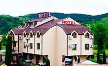 Нощувка на човек със закуска и вечеря*  в хотел Найс, Симитли