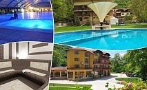 Нощувка на човек със закуска и вечеря + 3 минерални басейна и релакс зона от хотел Делта, Огняново
