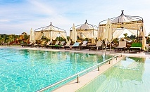 Нощувка на човек със закуска и вечеря + минерални басейни, СПА, чадър и шезлонг на плажа от Балнеохотел Терма Палас 5*, Кранево. Дете до 11.99г. - безплатно