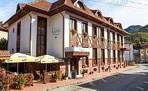 Нощувка на човек със закуска и вечеря + сауна и джакузи в хотел Тетевен