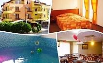 Нощувка на човек със закуска и вечеря + терапевтичен минерален басейн в хотел Елит, Девин