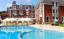 Нощувка на човек със закуска и вечеря + топъл басейн в хотел Шато Монтан, Троян