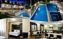 Нощувка на човек със закуска и вечеря + топъл външен и вътрешен минерален басейн в хотел СПА Оазис