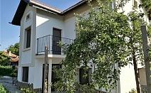 Нощувка за 10 човека на брега на язовир Жребчево в къща за гости Попови кошари в битов стил с лятно барбекю, градина и още - с. Паничерево