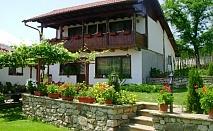 Нощувка за до 14 човека в къща с широк двор, барбекю и куп удобства, в Шалаверовите къщи, край Елена.