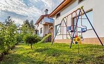 Нощувка за 8, 16 или 24 човека край Батак в къщи за гости Краси с трапезария и камина