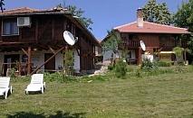 Нощувка за 9, 12 или 14 човека в Механджийски къщи с механа и камина - с. Буйновци