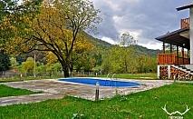 Нощувка за 6 или 12 човека в Рибарица в комплекс Петрови вили с басейн, барбекю, озеленен двор и още!