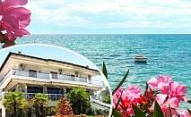 Нощувка за ДВАМА на брега на морето + шезлонг на плажа от хотел Filoxenia, Неа Ираклия, Халкидики, Гърция!