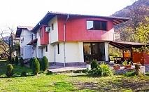 Нощувка в самостоятелна къща за до 20 човека във вила Мирела, Рибарица.