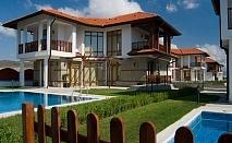 Нощувка във вила с 2 или 3 спални + собствен басейн от Комплекс Винярдс Резорт****, Ахелой