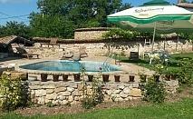 Нощувка и закуска за 25 човека в Арбанаси в къща При Чакъра с басейн, лятно барбекю, просторна градина и още!