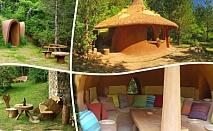 Нощувка + закуска за ДВАМА в къщичка направена от камък, глина и дърво от Еко селище, Омая