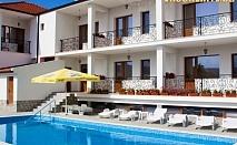 Нощувка със закуска + ползване на басейн с топла минерална вода, джакузи, сауна и парна баня от хотел Средна гора 2, Стрелча