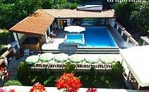 Нощувка със закуска и вечеря + басейн с гореща МИНЕРАЛНА вода и сауна в Митьовата къща, Стрелча