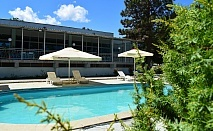 Нощувка със закуска и вечеря* за двама с 2 деца + басейн в хотел Черноморка, Приморско