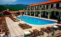 Нощувка със закуска и вечеря, плюс ползване на басейн, само за 34.50 лв. в хотел Чилингира, край язовир Въча